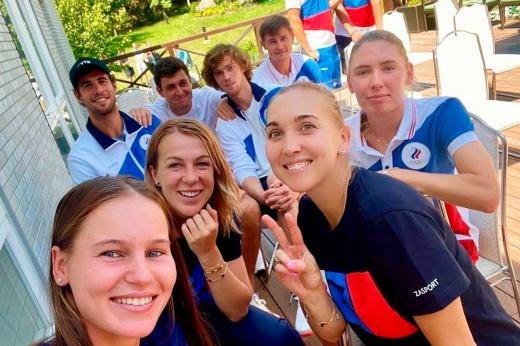 Крабы и прогулки на катере. Сборная России по теннису готовится к Олимпиаде на Сахалине