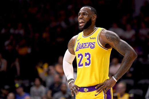 Леброн не оставил «Клипперс» ни единого шанса. НБА вернулась, да ещё как! Видео