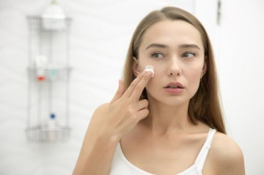 Как понять, что у тебя обезвоженная кожа? Правила ухода, советы косметолога
