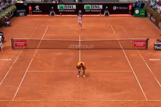 Попробуй попади! Как самый странный теннисист мира издевался над Медведевым