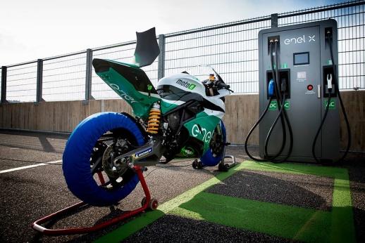 Электричество добралось до мотогонок. Как будет выглядеть MotoE?