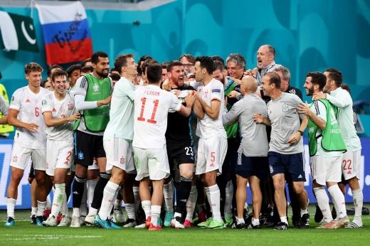 С лучшим вратарём Евро всё ясно? Но Испанию в Петербурге не остановил даже Зоммер
