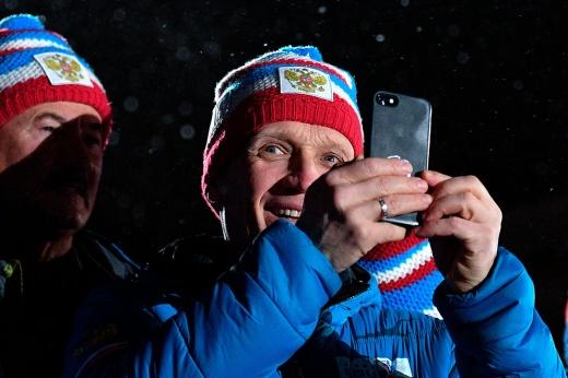 Российские биатлонисты неожиданно стали выигрывать. Секрет – в куртке президента