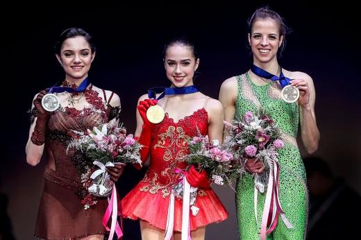 Алина Загитова шикарно выступила на показательных выступлениях этапа Гран-при в Москве — пора возвращаться? Видео