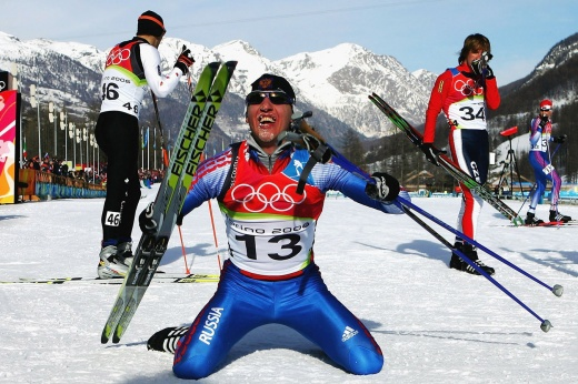 Русский лыжник рычал на коленях, выиграв Олимпиаду. А потом Дементьева поймали на допинге