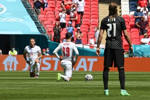 «У нас никогда не было рабов!» Хорваты не встали на колено перед сборной Англии