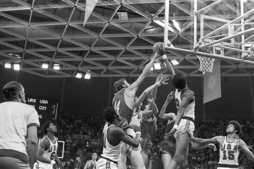 Великий советский баскетболист Александр Белов попался на контрабанде