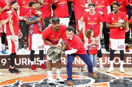 Итудис хочет, чтобы его короновали, как в НБА. А что, имеет право!