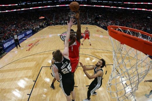 «Он не умеет играть в баскетбол». Зайону хватило 3 минуты, чтобы посрамить скептиков