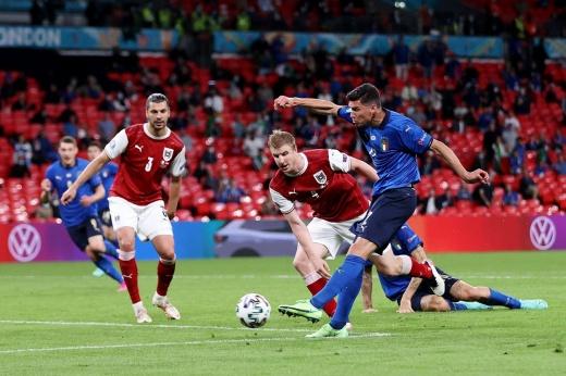 Фаворит Евро с большим трудом вышел в четвертьфинал. Что светит Италии с такой игрой?