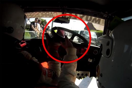 У гонщика на ралли отвалился руль — но экипаж помчал дальше и выиграл! Видео