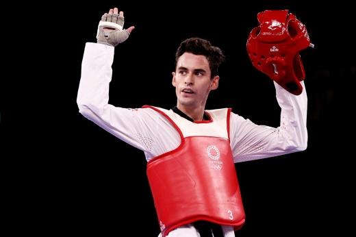 Россиянин Артамонов проиграл на Олимпиаде первый же бой. Но дорвался до медали!