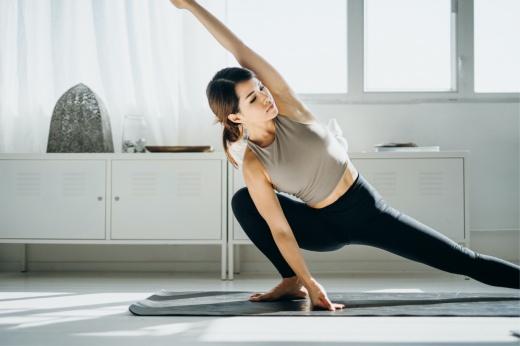 Как научиться держать спину прямо? Советы, которые помогут не сутулиться