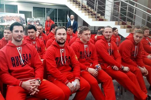 У Никитина закончился контракт, за Бурдасовым следят. Главное о сборной