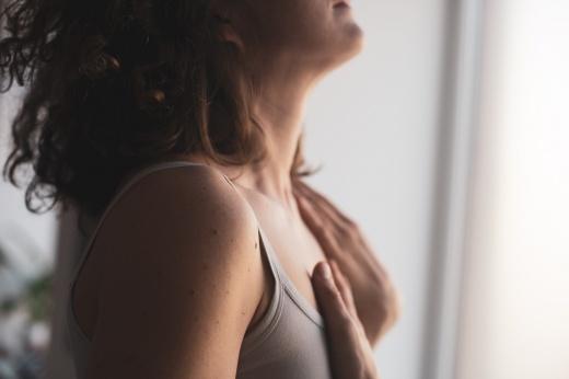 Путь к себе: что такое эмбодимент и как связь с телом влияет на сознание?