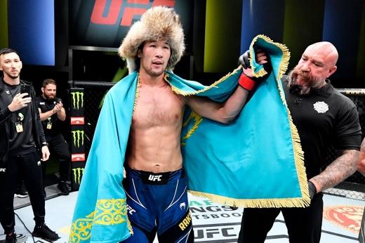 UFC Fight Night 190: Марчин Прачнио нокаутировал Исаака Виллануэву мидл-киком в корпус, видео