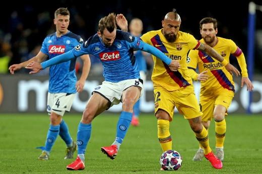 Матч «Наполи» — «Барселона» — пока самый скучный в плей-офф. Объясняем почему