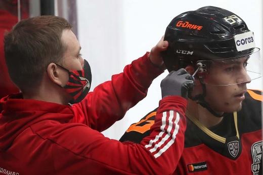 Чинахову не дали медаль, и он уехал в Америку. В КХЛ открылось трансферное окно