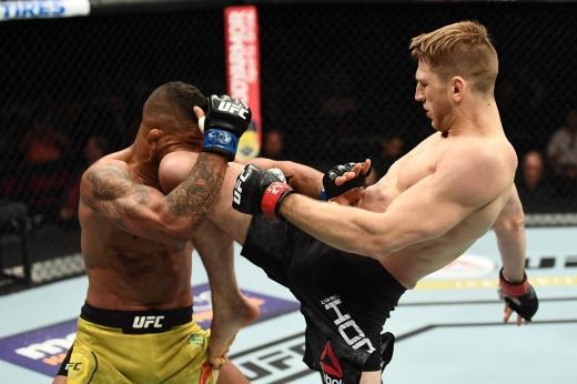 Гилберт Бернс одолел Стивена Томпсона в со-главном событии UFC 264