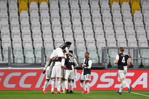 Главный матч в Италии сыграли без зрителей. А посмотреть было на что!