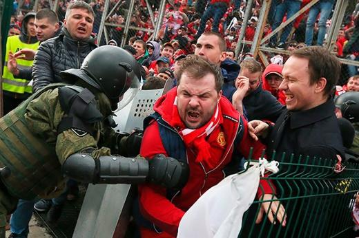 Полицейская охота на фанатов «Спартака» в Петербурге. Что происходит?