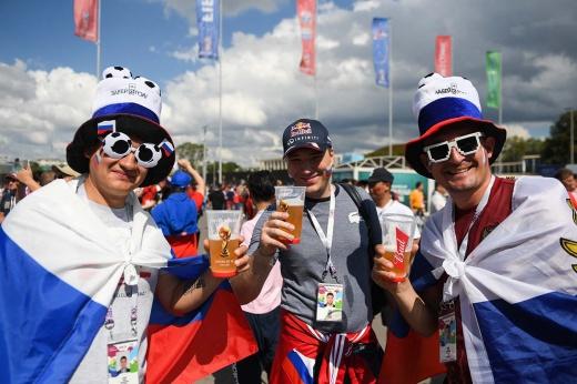 В марте должны закрыть вопрос с возвращением пива на стадионы. Пора бы уже!