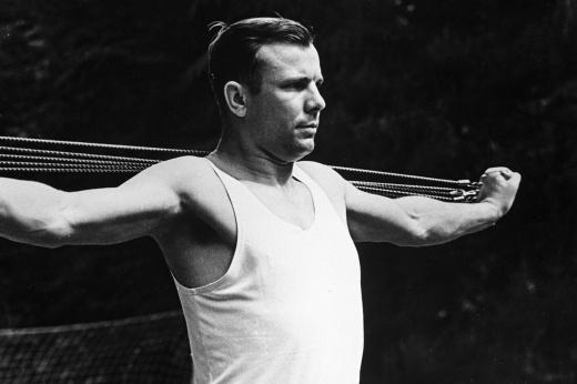 Как Юрий Гагарин готовился к историческому полёту в космос – тяжелейшие тренировки, занятия на центрифуге