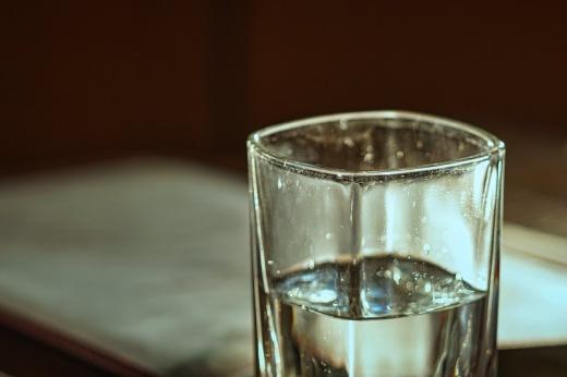 Зачем пить много воды, можно ли пить много воды, пить много воды: вредно или полезно?