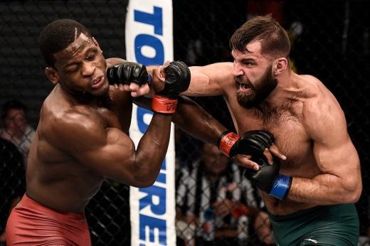 UFC Вегас 39: Стив Гарсия одолел Чарли Онтивероса техническим нокаутом во втором раунде. Видео