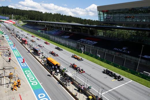 Даниил Квят на Гран-при Австрии: не встал на колено, стычка с Оконом, взрыв колеса
