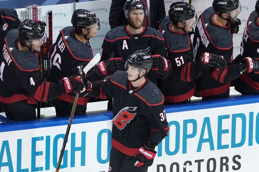 Россия гордится, Америка восхищается! 20-летний Свечников сделал хет-трик в плей-офф НХЛ!