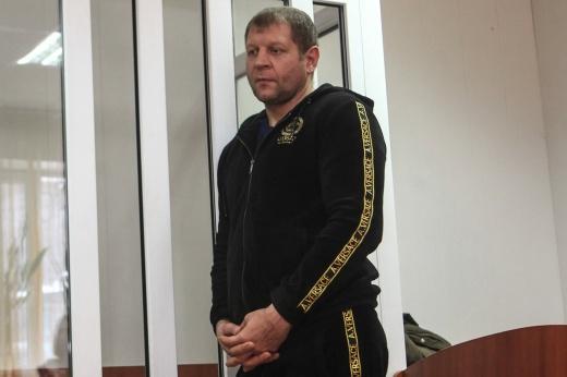 Александр Емельяненко снова угодил за решётку. На 3 апреля у него назначен бой