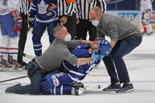 Скандал в Канаде после жуткой травмы капитана «Торонто» Джона Тавареса, клуб обвинил газету