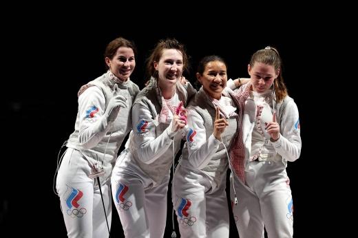 Российская фехтовальщица получила травму в финале. Но не бросила команду и добыла золото!