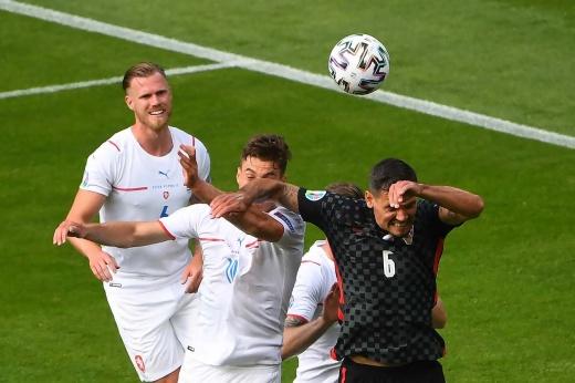 Игрок «Зенита» вырубил лучшего бомбардира Евро! Разве это не удаление?