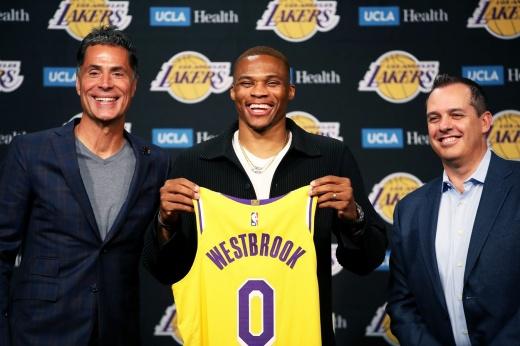 Рэджон Рондо перешёл в «Лос-Анджелес Лейкерс» — самую возрастную команду НБА