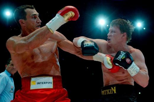 Николай Валуев скандальным решением судей победил Эвандера Холифилда