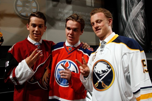 «Мы выбираем… чёрт, я забыл, кого». Самые яркие цитаты в истории драфта НХЛ