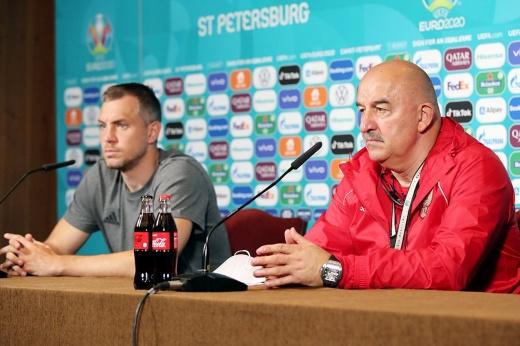 «Не бороться, а играть в футбол!» Черчесов и Дзюба перед Бельгией максимально серьёзны