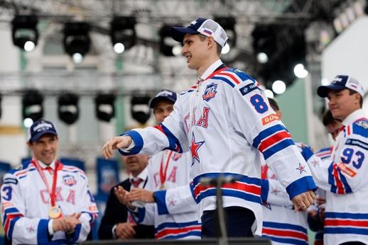 За что Яшина, Шипачёва и ещё 7 россиян включили в число худших в НХЛ под своими номерами