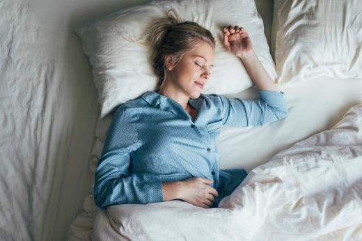 Нужен ли взрослым дневной сон и почему он так полезен детям