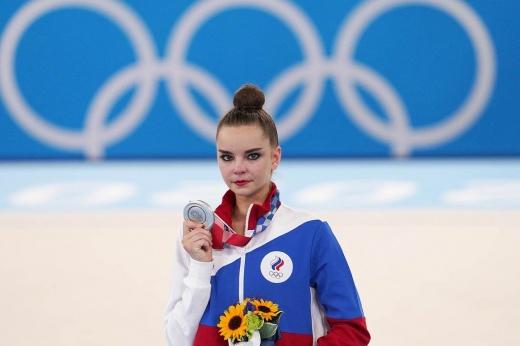 «Забрали флаг и отбирают победы». Скандал с Авериными отразится на российских фигуристках?