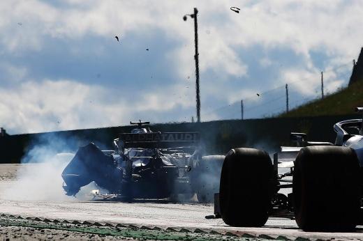 Шесть гонщиков Формулы-1 не встали на колено в рамках акции по борьбе с расизмом