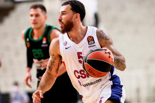 ЦСКА разгромил «Олимпиакос» и вышел на первое место в турнирной таблице Евролиги