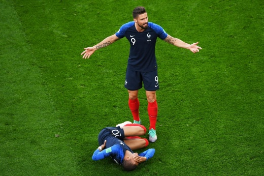 Евро только начался, а у чемпионов мира уже раздрай в команде!