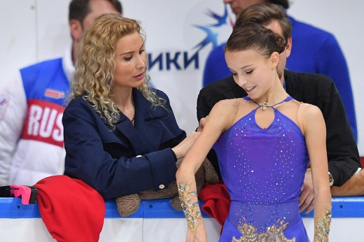 Этап Гран-при по фигурному катанию в Москве: Косторная уверенно выиграла короткую программу, Трусова – только 3-я. Видео