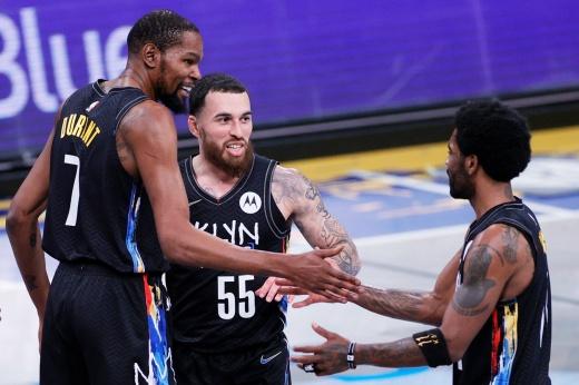 «Бруклин Нетс» разгромил «Милуоки Бакс» в плей-офф НБА, Майк Джеймс получил место в ротации после травмы Джеймса Хардена