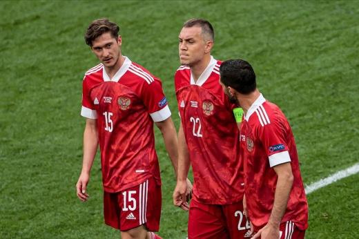 «Если вдруг выйдем в 1/8 – дальше шансов нет». Легенды русского футбола – об игре в Дании