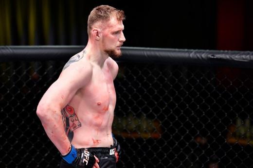 UFC Вегас 30: Сириль Ган — Александр Волков, архивный нокаут локтем в затылок, видео