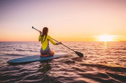Лови волну: что такое сапсёрфинг и чем он крут?